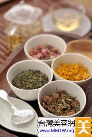 教你DIY荷葉山楂蜂蜜茶