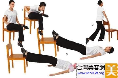以椅子作為輔助支撐點做減肥運動