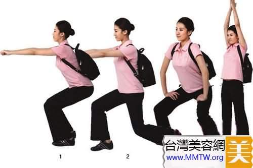 背著背包來做一些簡單的動作