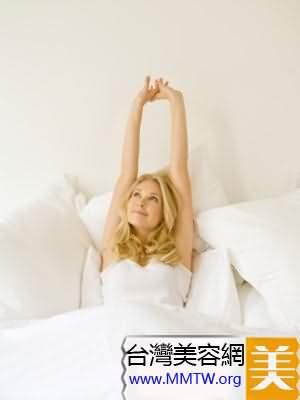 簡單床上運動 賴床族的健身減肥妙招