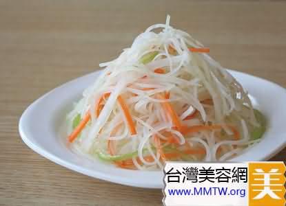 生蘿蔔裙帶菜洋蔥沙拉